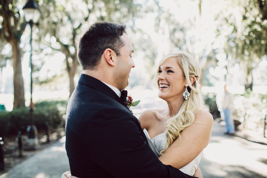 bride-and-groom-close-up-head-turn